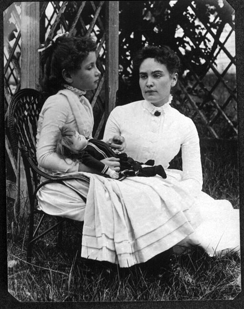 Helen_Keller_with_Anne_Sullivan_in_July_1888 (1)