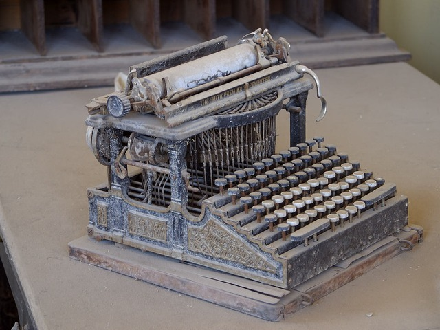 old-typewriter-3696_640