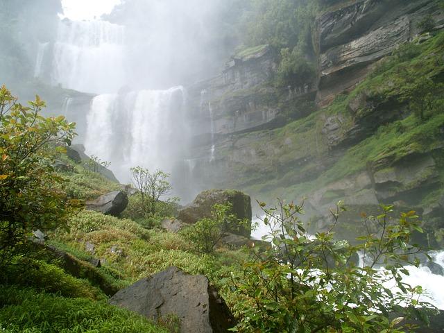 waterfall-142304_640