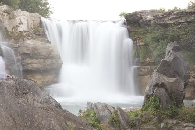 waterfall-630202_640